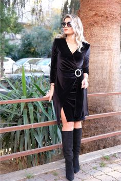 Siyah Kruvaze Taşlı Toka Detaylı Kadife ElbiseKumaş Cinsi  :%100 PolyesterModelin Ölçüleri : 1.68cm / 36 BedenÜrünleriniz 1-3 İş günü İçinde Kargoya Verilmektedir.Yıkama Talimatı:Ürünün iç etiket bölümünde gerekli yıkama talimatı yer almaktadır. Sweaters, Dresses, Fashion, Vestidos, Moda, La Mode, Sweater, Fasion