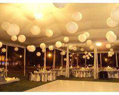Montaje de boda con esferas en el techo / Decoración para la boda / Bella Festa