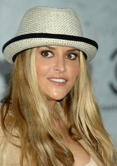 Brooke Mueller long stright cut hairstyle