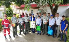 """la esbol se vincula a la semana del reciclaje - Categoria: Actualidad  ND: Comprometidos con el bienestar del medio ambiente. En conmemoraciAn del DAa Mundial del Reciclaje, la Escuela de PolicAa SimAn BolAvar llevA a cabo actividades destinadas a promover buenas prActicas ambientales en el campo del reciclaje y la recolecciAn de basura. Fue asA como en coordinaciAn con la empresa de servicios pAblicos """"TuluAseo"""", se desarrollA una campaAa de limpieza del parque ubicado en el medio del…"""