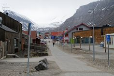 Svalbard-capitale - blog Bar a Voyages #Svalbard #spitzberg #norvege #ice #banquise #arctique #arctic #city #norway #Longyearbyen