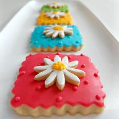 Spring Flower Cookies - awesome recipe for cookies with perfect edges