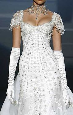 This looks like the wedding gown version of the My Fair Lady ball gown. Made by Zuhair Murad Evening Dress Long, Evening Dresses, Beautiful Gowns, Beautiful Outfits, Fashion Vestidos, Mode Glamour, Bridal Gowns, Wedding Dresses, Gown Wedding