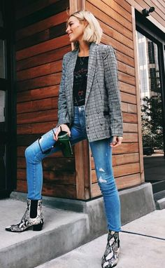 // in the Karissa Blazer, Granada Tee, Hoxton Jeans in Kayson Distressed and Willa Boots Spring Outfits, Trendy Outfits, Winter Outfits, Cute Outfits, Fashion Outfits, Fashion Trends, Fashion Killa, Look Fashion, Autumn Fashion