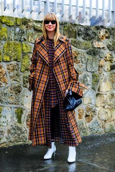 46 Awesome Street Style Outfit Ideas Source by luvlyoutfits ideas street style Fashion Weeks, 2000s Fashion Trends, Plaid Fashion, Look Fashion, Fashion Outfits, Womens Fashion, Fashion Mode, Look Street Style, Street Style Trends