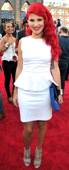 Loving Carly Aquilino's white hot style at the 2013 VMAs.