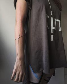 | MLÉČNÁ DRÁHA Cool Wrist Tattoos, Cute Tiny Tattoos, Dream Tattoos, Time Tattoos, Forearm Tattoo Men, Finger Tattoos, Beautiful Tattoos, Body Art Tattoos, Hand Tattoos