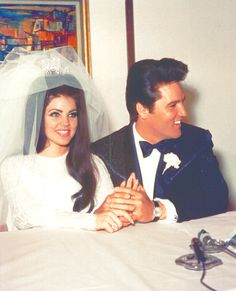 "( ☞ 2017 IN MEMORY OF ★ † ELVIS PRESLEY ★ 40 YEARS AGO (1977 - 2017)★wedding day, Monday, May 01, 1967 at the Aladdin Hotel in Las Vegas. ""Rock&roll♫pop♫rockabilly♫country♫blues♫gospel♫rhythm&blues♫) ★ † ♪♫♪♪ Elvis Aaron Presley - Tuesday, January 08, 1935 - Tupelo, Mississippi, USA. † Died; Tuesday, August 16, 1977 (aged of 42) Resting place Graceland, Memphis, Tennessee, USA. (cardiac arrhythmia). ★ Priscilla Ann Wagner - Thursday, May 24, 1945 - Brooklyn, New York City, New York, USA."