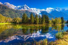 montañas de chamonix en los alpes francesesLa ruta de los Alpes franceses Una de las mejores rutas panorámicas de Europa Occidental. El recorrido abarca desde el lago de la ciudad de Evian hasta Niza, pasando por tierras altas, grandes bosques, glaciares y las faldas del Mont Blanc. Para disfrutar sin prisas de los casi 750 km de recorrido, lo recomendable es hacerla en 5 o 6 días. Así podrás detenerte en lugares como Morzine, Avoriaz, Chamonix y Megève. Perfecta para primavera o verano, ya…