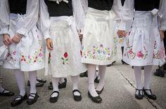 Costumes Savièse (Valais, Switzerland) at Corpus Christi.  -- Costumes de Savièse (Valais, Switzerland) lors de la Fête-Dieu. --