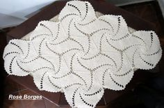 Crochet this amazing festive Peppermint Throw. Thread Crochet, Love Crochet, Irish Crochet, Crochet Stitches, Granny Square Crochet Pattern, Crochet Motif, Doily Patterns, Crochet Monokini, Crochet Squares