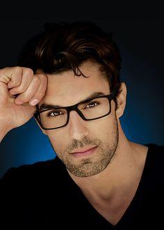 eye glasses face shapes 693061830144137325 - Men Glasses Style Frames Guys Men Glasses Style Source by Mens Frames, Mens Glasses Frames, Ray Ban Hombre, Style Hipster, Glasses For Your Face Shape, Men Eyeglasses, Fashion Eye Glasses, Luxury Sunglasses, Summer Sunglasses