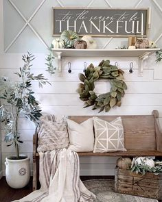 fall home decor Farmhouse fall foyer decor. Get inspired to makeover the entryway of your home and add a charming fall style. Diy Home Decor For Apartments, Small Apartments, Small Spaces, Home Decoracion, Diy Décoration, Easy Diy, Autumn Home, My New Room, Entryway Decor