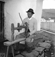 Old Pictures, Old Photos, Woodturning, Lathe, Old School, Scene, Textiles, Tours, Humor