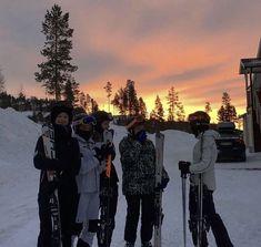 17 Kpop, Ski Season, Teenage Dream, Best Friend Goals, Ski And Snowboard, Travel Aesthetic, Friend Pictures, Belle Photo, Winter Wonderland