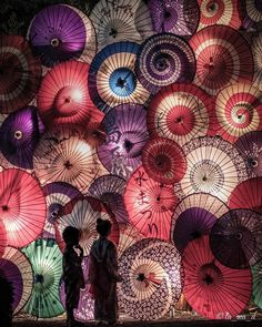 This dreamy shot of Japanese paper umbrellas was taken at the Shimabara Water Festival. ❤️ Held in early August, the festival celebrates… Aesthetic Japan, Spring Aesthetic, Japanese Culture, Japanese Art, Japanese Restaurant Design, Natural Spring Water, Japanese Festival, Paper Umbrellas, Visit Japan