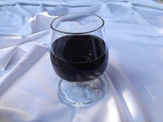 Reformnasik: Dió pálinka készítése (Zöld dió pálinka) Wine Decanter, Red Wine, Alcoholic Drinks, Glass, Drinkware, Wine Carafe, Corning Glass, Liquor Drinks, Alcoholic Beverages