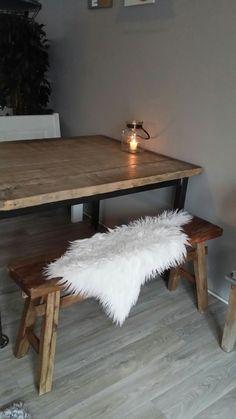 steenschot tafel met houten bankje