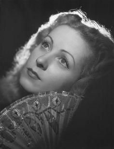 Danielle Darrieux, 1945. Studio Harcourt
