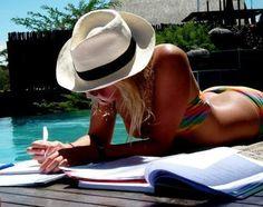 Si tu mamá gusta de ir a la playa todo el tiempo, es muy necesario que tenga buena protección de su cara, para esto la mejor opción que existe es un sombrero Panamá, miles de estilos, formas, tamaños y colores se te presentan ante tus ojos, y lo único que tienes que hacer es pensar en cuál es el mejor sombrero para mamá.