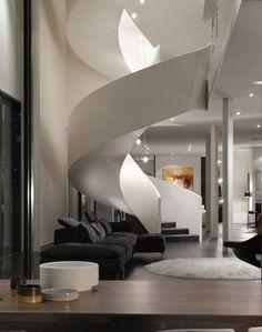 weiße wendeltreppe modern dunkelgraue stufen