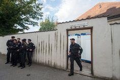 Dom in Regensburg: Polizei beendet Pfarrheim-Besetzung durch Flüchtlinge - SPIEGEL ONLINE - Panorama