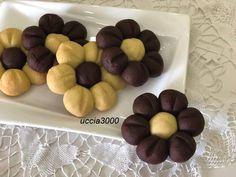 biscotti a forma di fiore effetto thun Biscotti Cookies, Galletas Cookies, Almond Cookies, Chocolate Cookies, Italian Cookie Recipes, Sicilian Recipes, Italian Cookies, Sicilian Food, Mini Desserts
