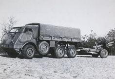 DAF YA 328 artillerietrekker met aangehaakt 25 ponder kanon.