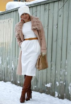 White color is more like a spring and summer color, but wearing white in winter make you just like a snow queen. And if you love to wear white, find out below how to wear white in winter. All Black, Black And White, Asos, White Outfits, Winter White, Work Fashion, Couture Fashion, I Dress, White Dress