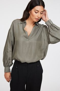 This gorgeous top has a flowy, easy-going feel, perfect for any work / party occasion. Featuring a billow sleeve and flattering v neck, the Alice is a piece that is wearable to work but looks equally great with your favourite denim. V neck Billow sleeve Long sleeve Collared Material: 60% Cupro 40% Viscose Legally Blonde, Work Party, Shirt Sale, Online Collections, Printed Tees, Shirt Sleeves, Work Wear, Ruffle Blouse, Alice
