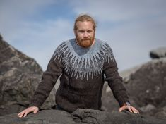 The sweater Arnar was first made for my husband. He wanted a long sweater with few colors and a masculin pattern. Long Sweaters, Knitting Yarn, Ravelry, Men Sweater, Husband, Pattern, Color, Black, Design