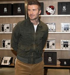 Estilo David Beckham, David Beckham Style, Casual Styles, Hair And Beard Styles, Facials, Leather Jackets, Gentleman, Men's Fashion, Stylish