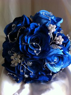 I don't much care for the blue roses, but I do like the other elements... swirly wire with crystals and pearl flowers.