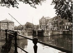 1950's. View on the Nieuwe Haarlemmerschutsluis in Amsterdam where the…