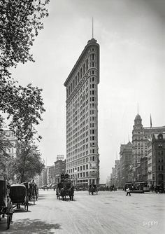 """New York circa 1903. """"Flat-Iron Building, Fifth Avenue and Broadway."""" dry plate glass negative, Detroit Publishing Company.  Shorpy Historic Picture Archive"""