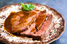 Classic roast beef recipe using rump roast, round roast, or sirloin tip. Slow roasting method at low heat is good for tougher, less expensive cuts of beef! Lower heat prevents gristle from getting too tough. EASY to cook and easy on the budget! On SimplyRecipes.com Tender Roast Beef, Sirloin Roast, Sirloin Tips, Slow Roast, Beef Rump, Beef Tenderloin, Classic Roast Beef Recipe, Roast Beef Recipes, Round Roast