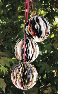 DIY 'Party Balls' (from old Recycled Magazines) easy video tutorial! Recycled Magazines, Old Magazines, Recycled Crafts, Easy Gifts To Make, Cool Things To Make, Creative Things, Diy Party Dekoration, Diy Paper, Paper Crafts