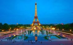 How to Prepare for a Trip to Paris. Paris, France is one of the world's top tourist destinations. It is home to the Louvre Museum, the Eiffel Tower, Versailles and so much more. Paris is a cosmopolitan town that is often referred to as the. Tour Eiffel, Paris Torre Eiffel, Paris Eiffel Tower, Great Vacation Spots, Vacation Trips, Dream Vacations, Vacation Ideas, La Belle Epoque Paris, Rio Sena