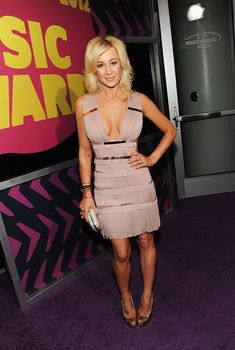 What to wear in the special day: Kellie Pickler wearing a deep v neck prom dress attend 2012 American Country Music Association Awards red cartpet! Country Female Singers, Country Music Artists, Country Music Stars, Hot Country Girls, Country Women, American Country, American Idol, American Auto, American Girls