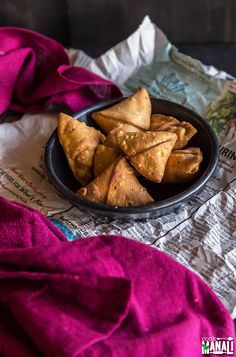 Moong Dal stuffed Mini Samosa are a wonderful snack to serve this Diwali. They stay good for weeks and are best enjoyed with a cup of chai! Vada Pav Recipe, Samosa Recipe, Bite Size, Chai, Lentils, Spicy, Vegan Recipes, Food And Drink, Appetizers