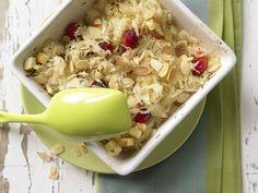 Sauerkraut-Apfel-Gratin - mit Mandelkruste - smarter - Kalorien: 100 Kcal - Zeit: 15 Min.   eatsmarter.de Diesen Auflauf solltet Ihr einmal probieren.