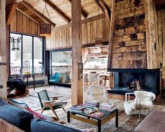 I love chalet and cabin style! It's very cozy and comfy! And chalet living rooms are really special, as they are spacious, warm and so inviting! In such a room you think only about relaxation, about reading a book in front of . Traditional Interior, Traditional House, Barn House Design, Chalet Design, Forest House, Design Case, Book Design, House In The Woods, Simple House