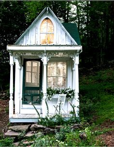 """odditiesoflife: """" Tiny Victorian Cottage in the Woods A dream home in a dream landscape, this tiny Victorian-style cottage used to be a hunting cabin in the Catskills. The amazing transformation was. Cottage In The Woods, Cozy Cottage, Cottage Style, Shabby Cottage, Romantic Cottage, Fairytale Cottage, Cottage Design, Lake Cottage, House Design"""