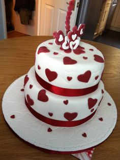 Valentine Wedding Cakes as wedding cakes For Wedding Cake With remarkable Style Valentines Day Cakes, Valentine Desserts, Valentines Day Weddings, Valentine Theme, Pretty Cakes, Cute Cakes, Beautiful Cakes, Wedding Cakes With Cupcakes, Cupcake Cakes