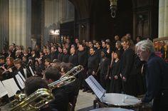 Les Mesnilchantants avec orchestre allemand et timbalier anglais