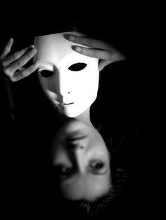 Shadow Photography, Dark Photography, Creative Photography, Black And White Photography, Portrait Photography, Les Fables, Masks Art, Jolie Photo, Creative Portraits