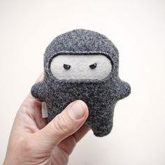 Little Ninja. Fits in every purse. Geek Toys, Ninja, Paper Goods, Wool Felt, Gifts For Kids, Kawaii, Winter Hats, Geek Stuff, Crochet Hats