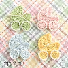 Souvenir de baby shower o nacimiento tejido a crochet: cochecito de bebe! Paso a… Crochet baby shower or birth souvenir: baby stroller! Step by step 🙂 English subtitles video: crochet baby stroller souvenir tutorial! Baby Shower Souvenirs, Unique Baby Shower Favors, Shower Gifts, Shower Party, Appliques Au Crochet, Crochet Motifs, Crochet Patterns, Crochet Ideas, Beau Crochet