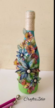 Discover thousands of images about Sospeso bottle Art. Recycled Glass Bottles, Glass Bottle Crafts, Wine Bottle Art, Blue Wine Glasses, Wine Carafe, Altered Bottles, Plate Crafts, Bottle Painting, Ceramic Painting
