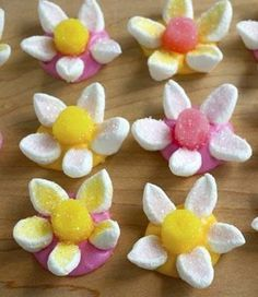 Marshmallow Candy Flowers - Bring a little bit of Spring inside with these Marshmallow Candy Flowers. Perfect by themselves, these candy treats would also make a great cupcake, cake or cookie decoration. #Easter #candy